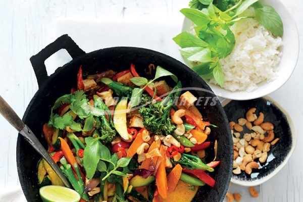 WOK-FRIED RED CURRY VEGETABLES WITH TOFU