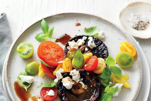 BBQ-mushrooms_with-goats-cheese-basil-and-tomatoes-recipe.Jan